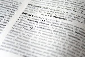 Divorce : Peut-on continuer d'utiliser le nom de son ex-mari ?